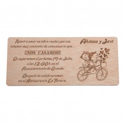 invitación de madera novios en bici