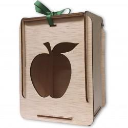 caja de madera con manzana