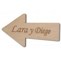 flecha de madera con nombres para bodas