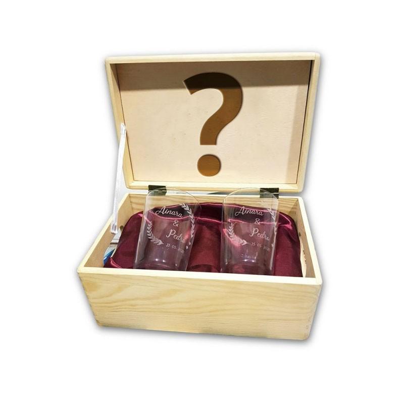 caja de madera personalizable con vasos de sidra grabados